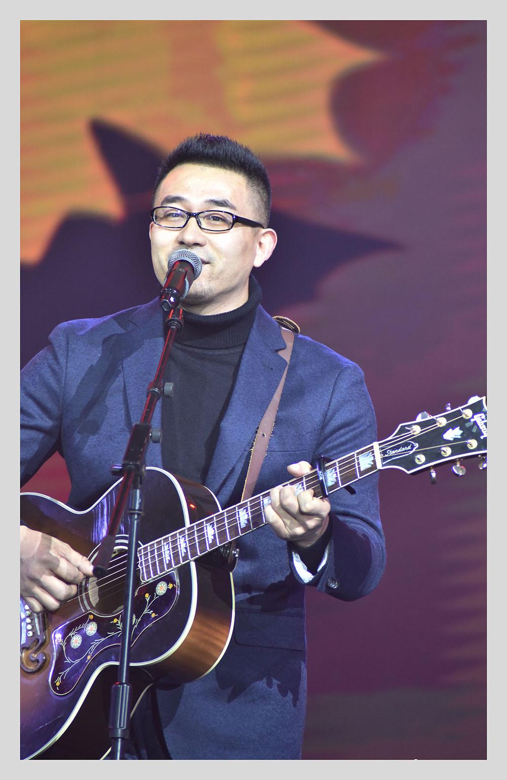 赵薇的qq_过了三十岁,我还是少年!独立音乐人-杨明毅访谈录-彼岸吉他 ...